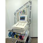 【動脈硬化測定装置】手足の血圧を測定することで下肢の動脈硬化や血流の状態を調べます。