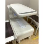 【骨密度測定装置】腰椎、大腿骨に微量のX線を照射することで骨密度を測定します。